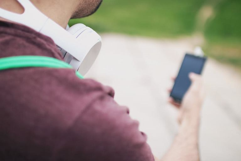 Jaki smartfon do odtwarzania muzyki i filmów