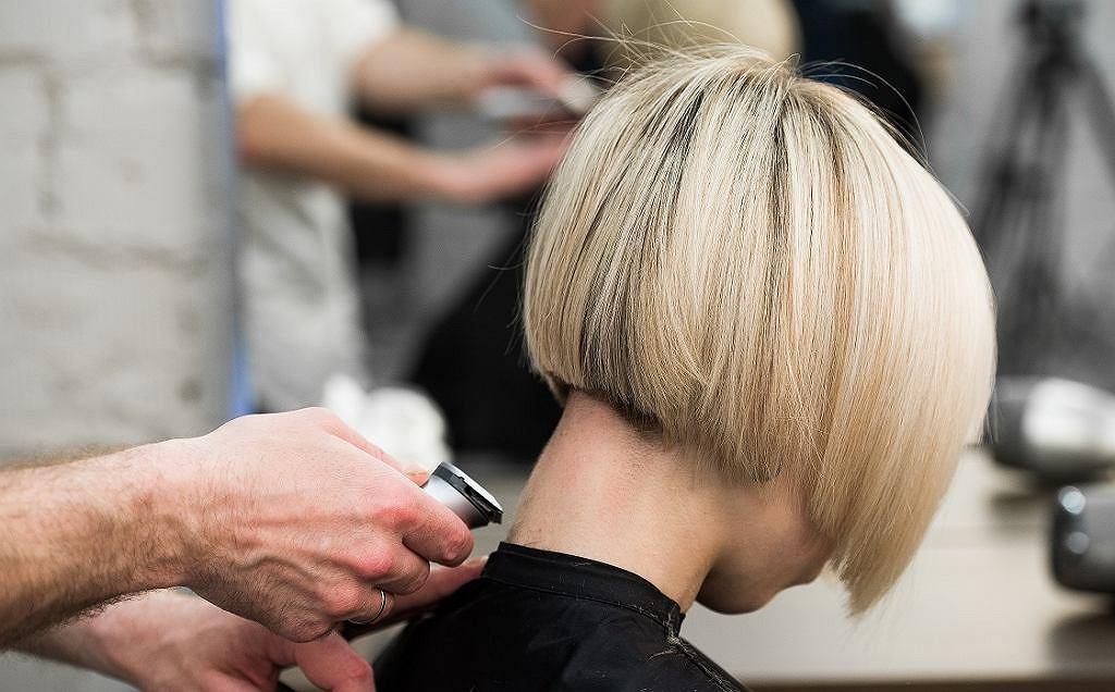 Odmładzające fryzury dla 40-latek. Te cięcia są kobiece, seksowne i bardzo wygodne (zdjęcie ilustracyjne)