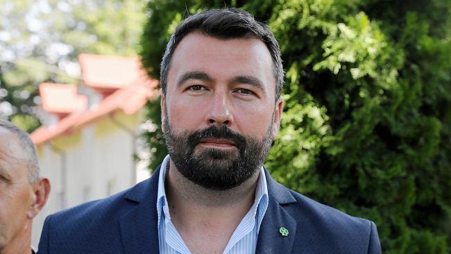 Był najmłodszym burmistrzem w Polsce. Potem jednym z najmłodszych starostów. Oto, jak żył i pracował Mariusz Bieniek