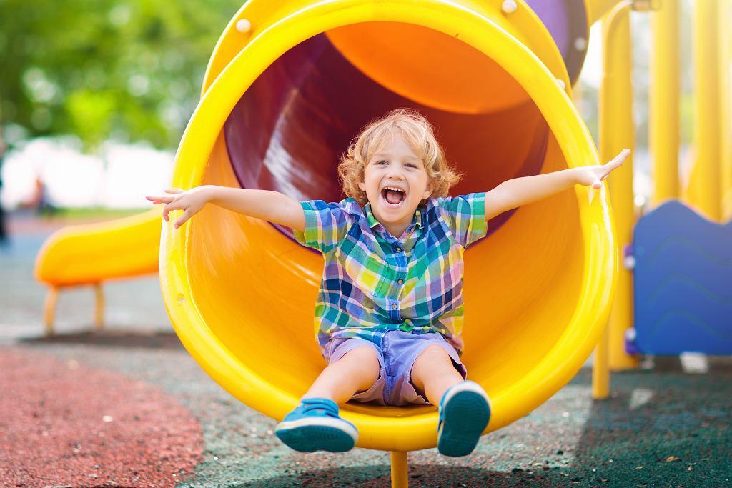 Czy rozsądnie jest chodzić z dzieckiem na plac zabaw?