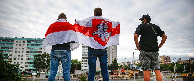 Białoruś wrze. Strajki w zakładach pracy. Tysiące ludzi na ulicach
