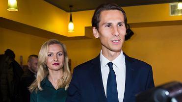 Kacper Płażyński wraz z małżonką Natalią podczas wieczoru wyborczego. Kandydat PiS na prezydenta miasta przegrał w drugiej turze. Gdańsk, 4 listopada 2018