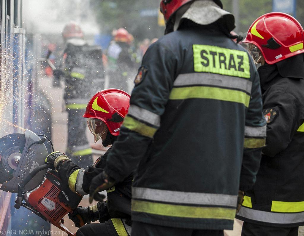 Strażacy podczas ćwiczeń [zdjęcie ilustracyjne]