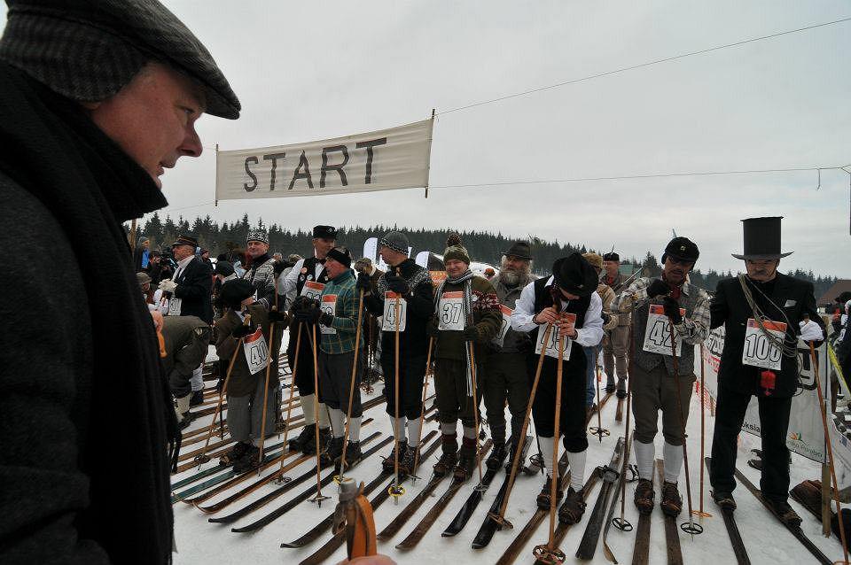 Narciarski Bieg Retro organizowany co roku w marcu przy schronisku