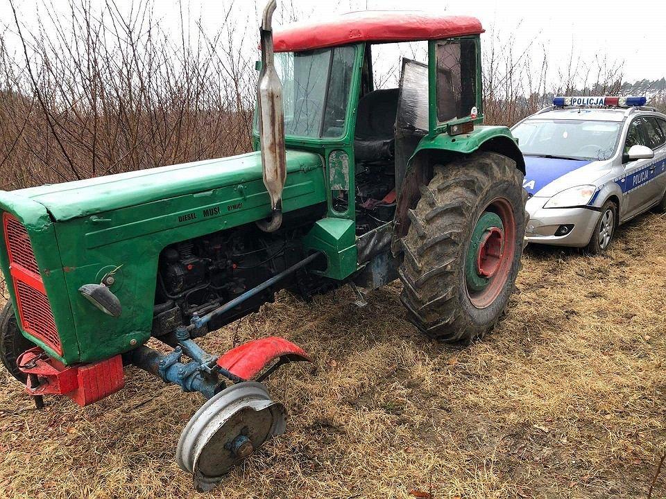 W miejscowości Kopanki policjanci gonili ciągnik