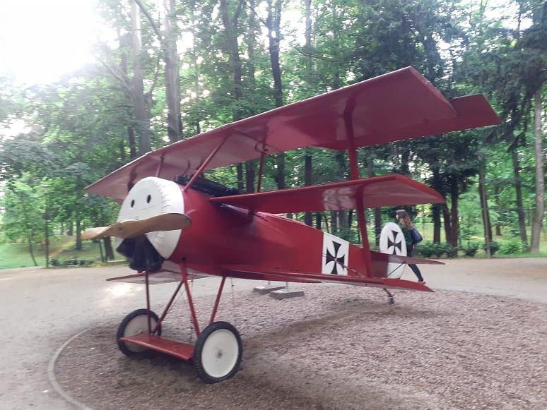 W Świdnicy można podziwiać replikę czerwonego samolotu, Fokker Dr. I, którym latał Manfred von Richthofen
