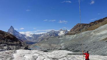 Na lodowcu Findelgletscher w Szwajcarii w ciągu tego lata stopniało 8 metrów lodu
