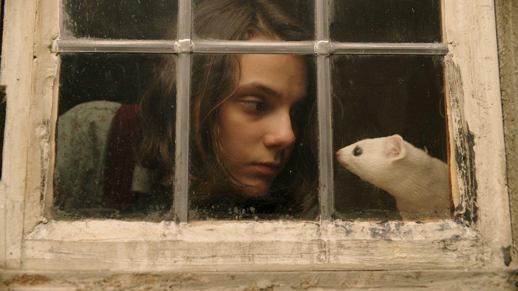 Dafne Keen jako Lyra w serialu 'Mroczne materie'