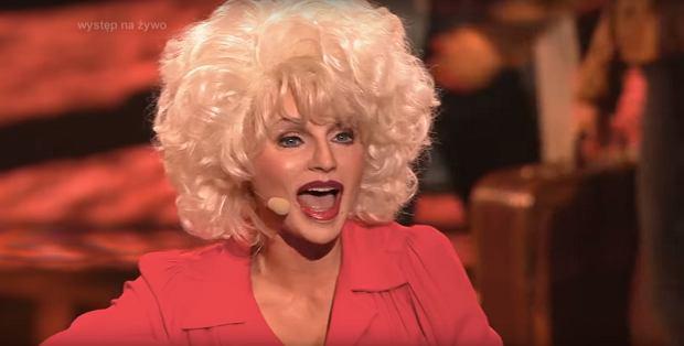 Emilia Komarnicka-Klynstra jako Dolly Parton w TTBZ