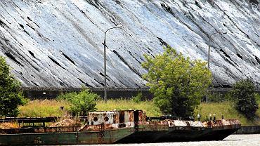 Port Żerański i widok na hałdę węgla na terenie elektrociepłowni