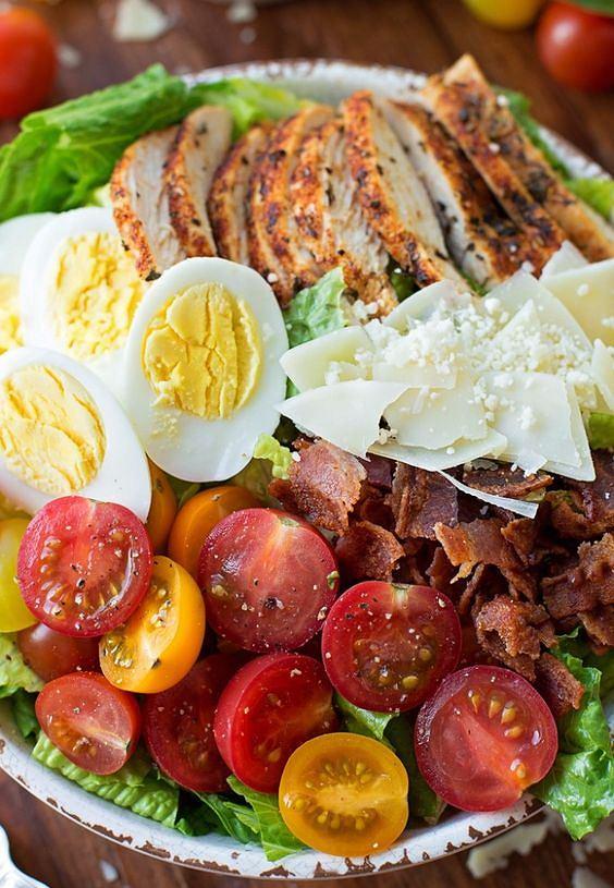 Jajka, kurczak i pomidory to gwarancja sytości.