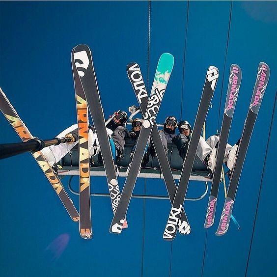 Nauka jazdy na nartach pod okiem doświadczonego instruktora będzie bezpieczna i efektywna.