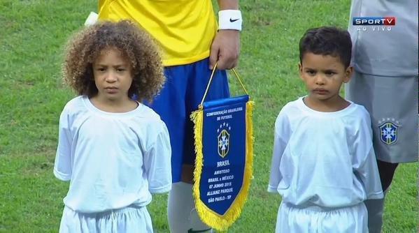 David Luiz i jego sobowtór przed meczem