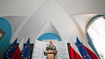 Prezydent miasta Jacek Jaśkowiak podczas konferencji w Urzędzie Miasta. Poznań, 11 sierpnia 2015