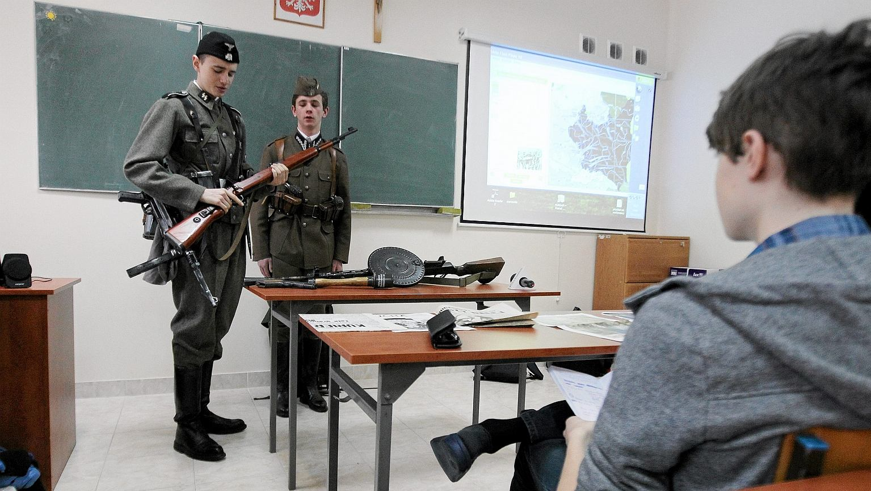 Lekcja historii w szkole