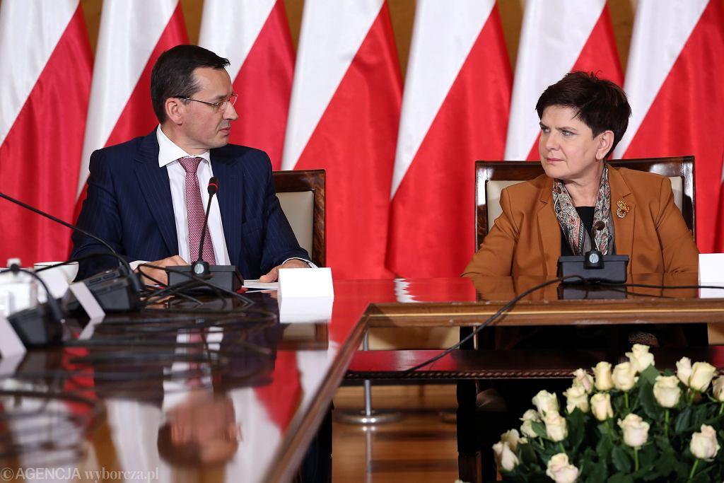 Wicepremier, minister finansów i rozwoju Mateusz Morawiecki i premier Beata Szydło