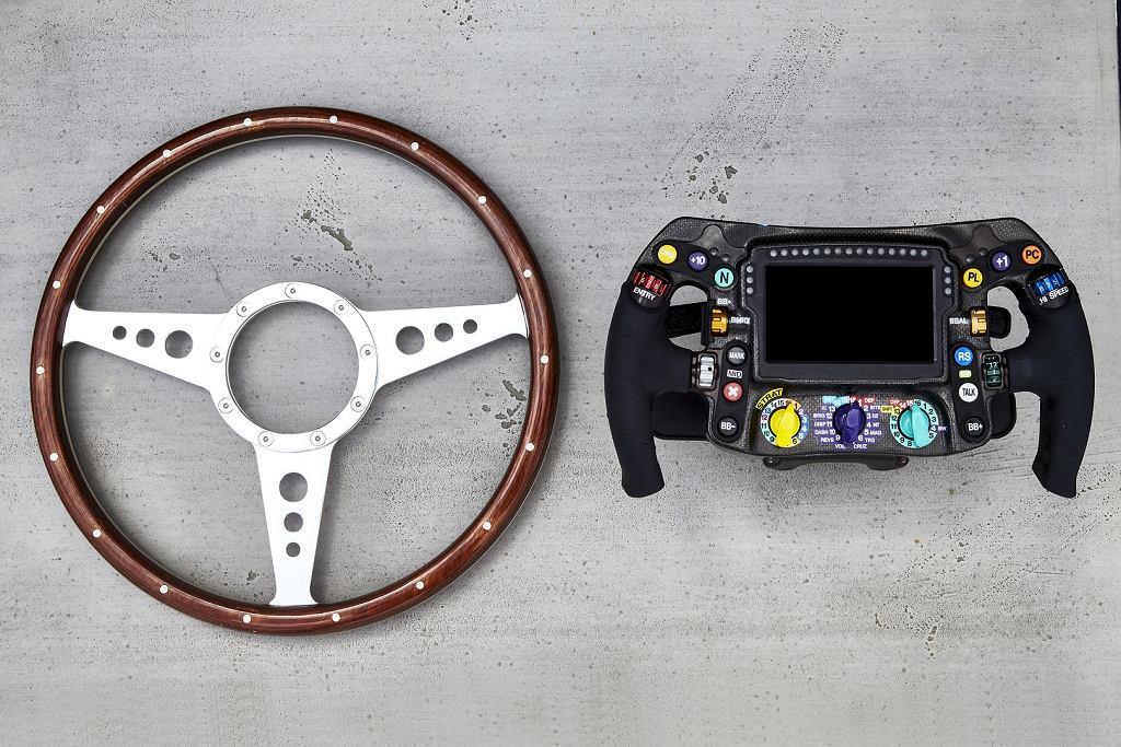 Kierownica bolidu Formuły 1 - stara i nowa