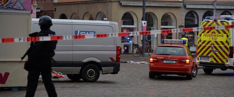 Niemcy. Kierowca samochodu staranował pieszych na deptaku. 2 osoby nie żyją