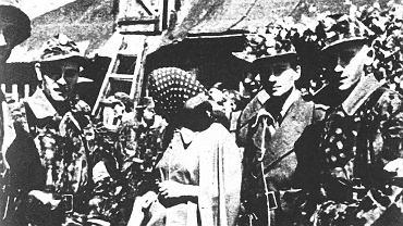 2 sierpnia 1944 roku, tuż po wizytacji przeprowadzonej przez generała Tadeusza Bora-Komorowskiego. 'Rysiek' drugi od prawej, obok niego Anna Kaczyńska, sanitariuszka