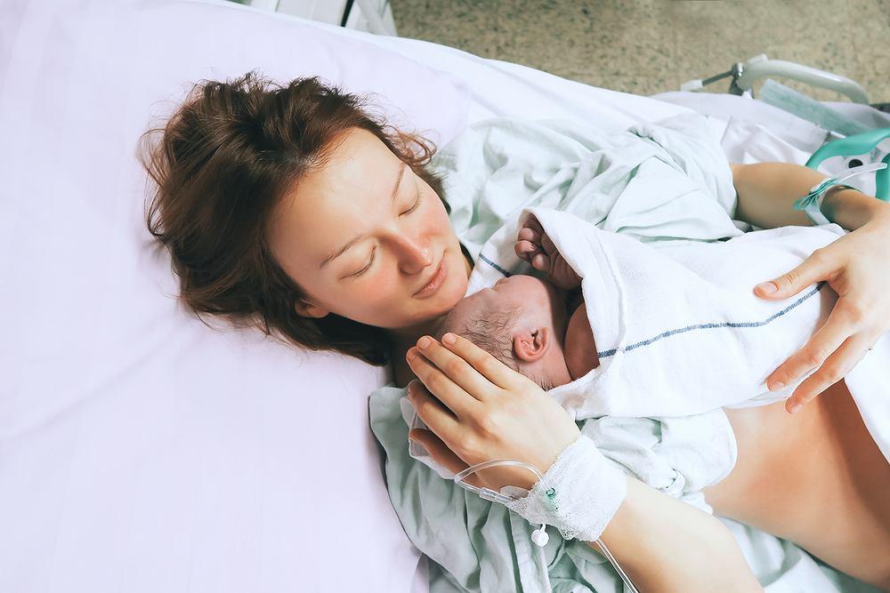 Cewnikowanie przeprowadza się czasem u kobiet rodzących oraz po porodzie, jeśli nie mogą opróżnić pęcherza