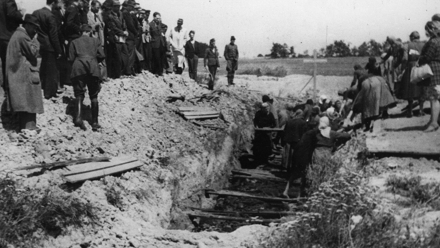 Ofiary obozów były chowane w masowych grobach