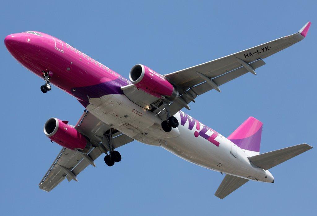 Lotnisko Lublin. Lądujący Airbus A320 WizzAir