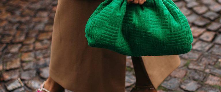 """Jaki kolor torebki na jesień 2021? Nie tylko """"Bottega Green"""" króluje w największych stolicach mody. Oto nasze TOP 3"""