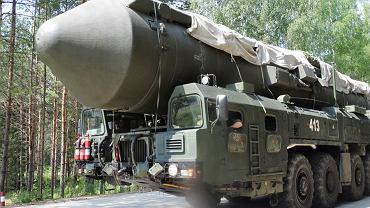 Rosyjska mobilna wyrzutnia międzykontynentalnej rakiety balistycznej Jars. Jeden z nowych typów uzbrojenia w rosyjskim arsenale jądrowym