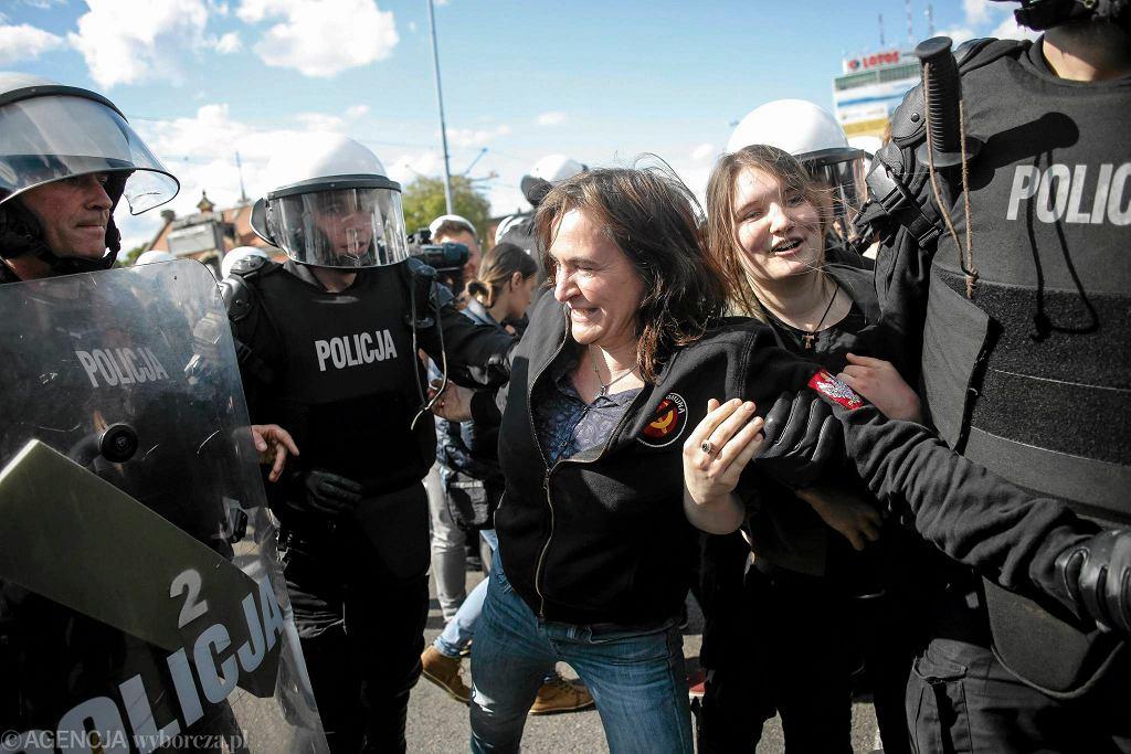 Anna Kołakowska w roli kontrmanifestacji podczas I Marszu Równości w Gdańsku.