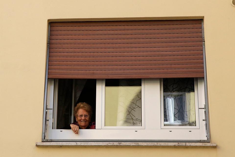 89-letnia Albina Pascucci pozuje w Rzymie fotoreporterowi AP. Włochy należą do najstarszych społeczeństw Europy