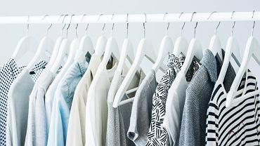 Jak posprzątać garderobę? Trzy wskazówki, które ułatwią ci pracę