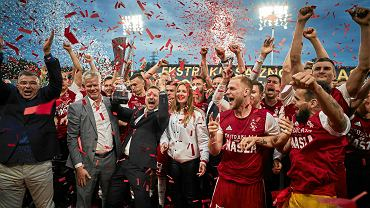 Adam Kaźmierczak (drugi z lewej) od początku sezonu wierzył w awans ŁKS