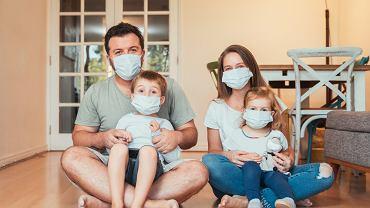 Zbadano ryzyko COVID-19 u dorosłych mieszkających z dziećmi i bez