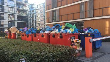 Problem ze śmieciami na Mokotowie. Śmieci przy ul. Odyńca