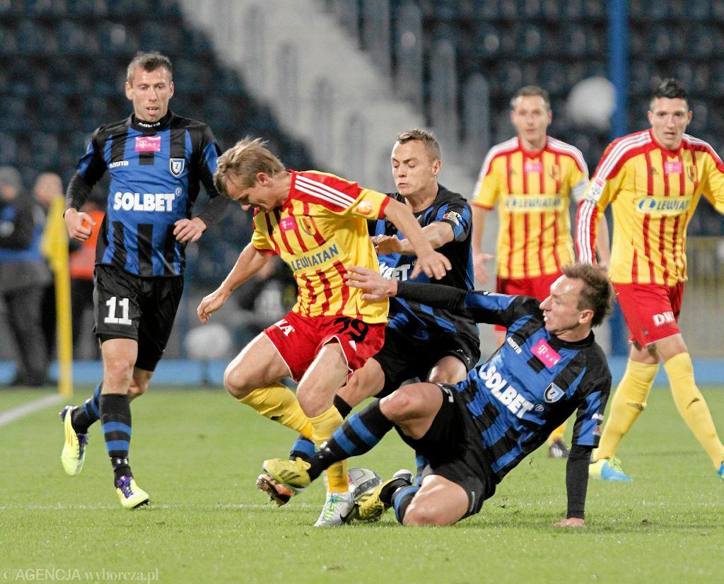 Sebastian Ziajka (pierwszy z lewej) będzie mógł zagrać z Pogonią. Sebastiana Dudka (leży) w tym roku już na boisku nie zobaczymy