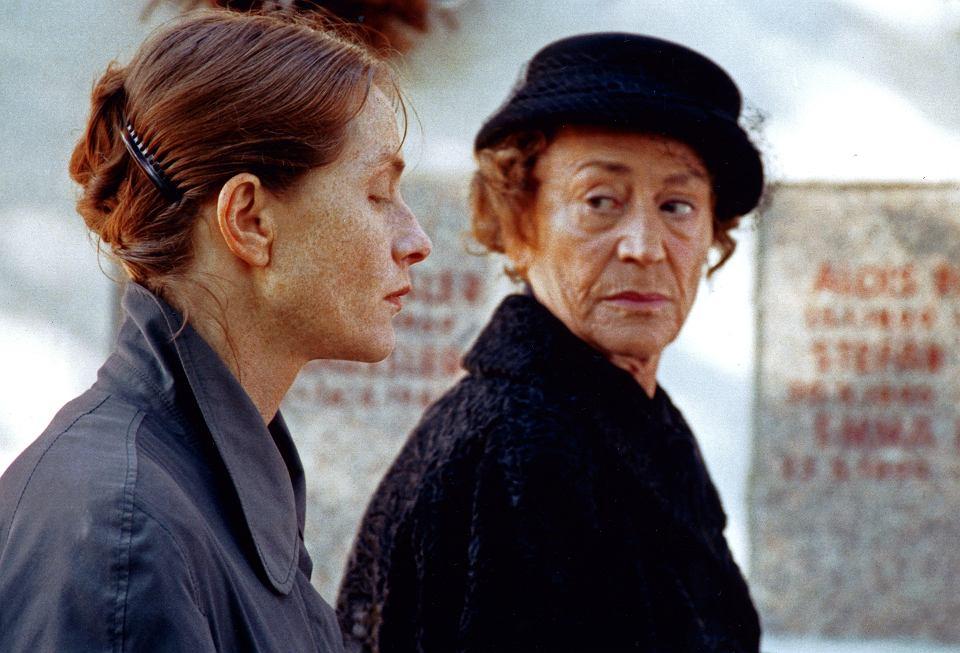 Isabelle Huppert i Annie Girardot czyli córka i matka w filmie 'Pianistka' na podstawie powieści autorstwa Elfriede Jelinek.