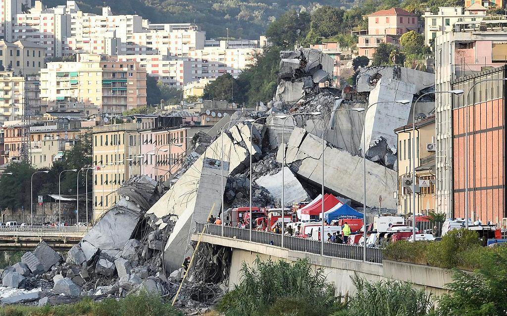 Genua. Zawalił się wiadukt z autostradą. Ratownicy przeszukują gruzowisko