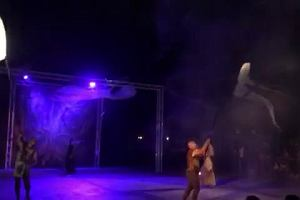Fruwające meduzy teatru Akt na Starym Rynku