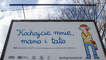 Akcja billboardowa  'Kochajcie mnie, mamo i tato'