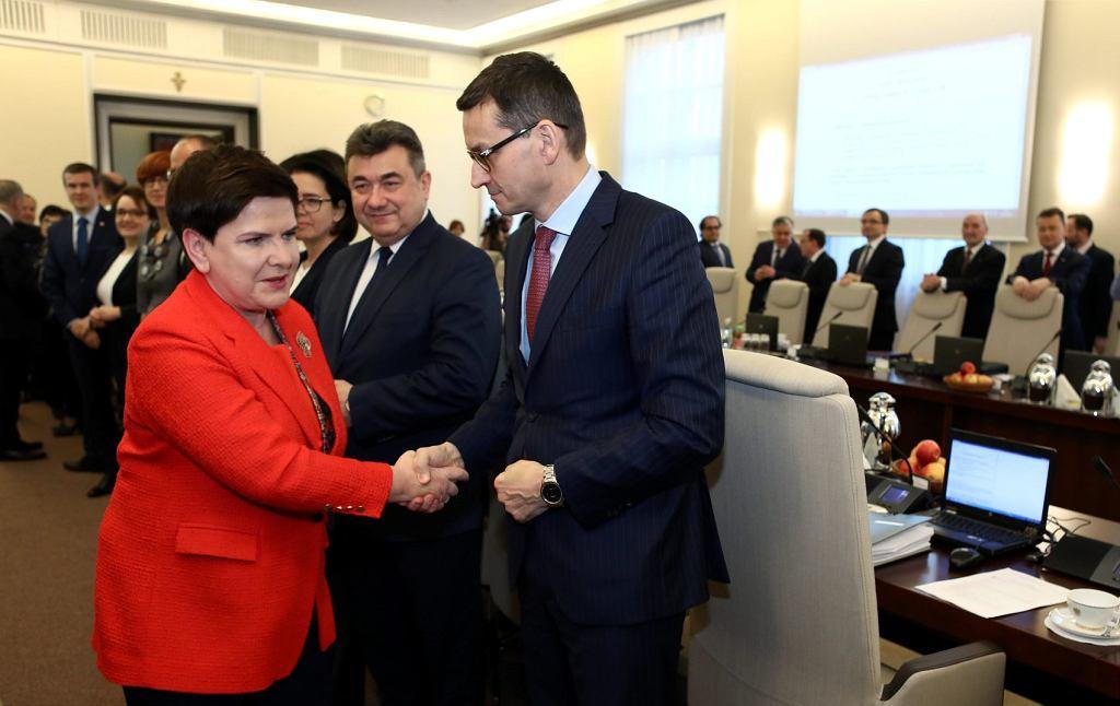 Premier Beata Szydło oraz wicepremier i minister rozwoju Mateusz Morawiecki podczas ostatniego posiedzenia rządu Beaty Szydło