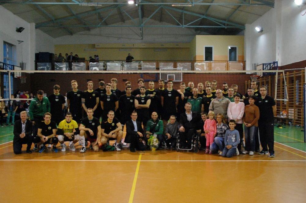 Sala Gimnazjum w Żarkach, mecz Charytatywny AZS Częstochowa - Aluron Warta Zawiercie