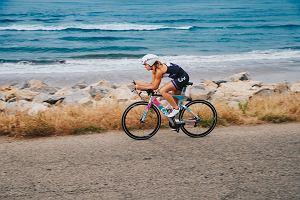 Triathlon kobiet. Jak się wyposażyć do zawodów?