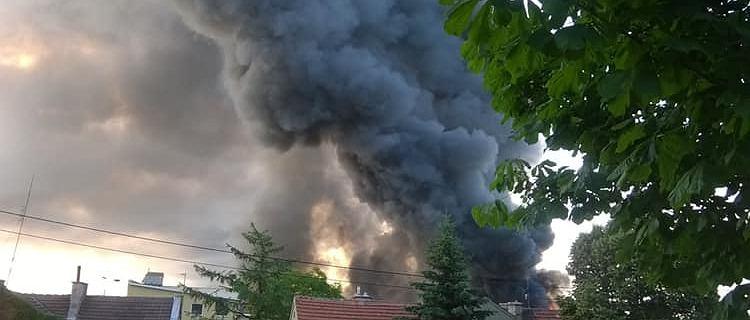 Gdańsk. Pożar hali przy trakcie Św. Wojciecha. Na miejscu 20 jednostek straży