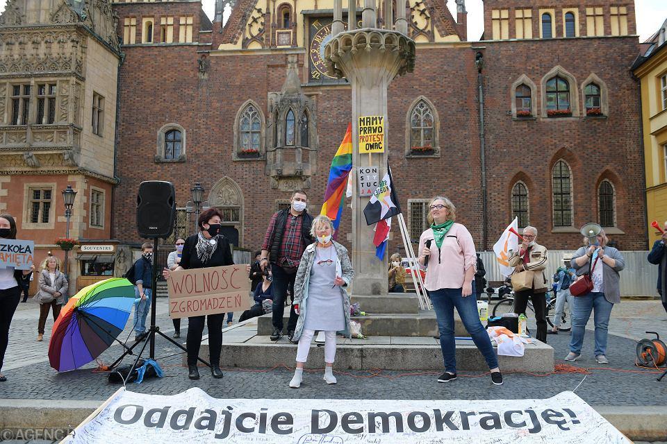 Protest w obronie demokracji na wrocławskim Rynku