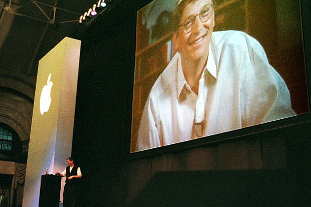 Steve Jobs i Bill Gates podczas konferencji Macworld 1997 w Bostonie