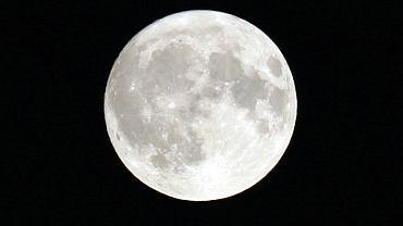Pełnia Księżyca - czerwiec 2020. Kiedy zobaczymy Truskawkowy Księżyc? (zdjęcie ilustracyjne)