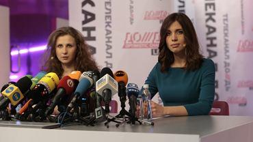 Maria Alochina i Nadieżda Tołokonnikowa na konferencji w Moskwie