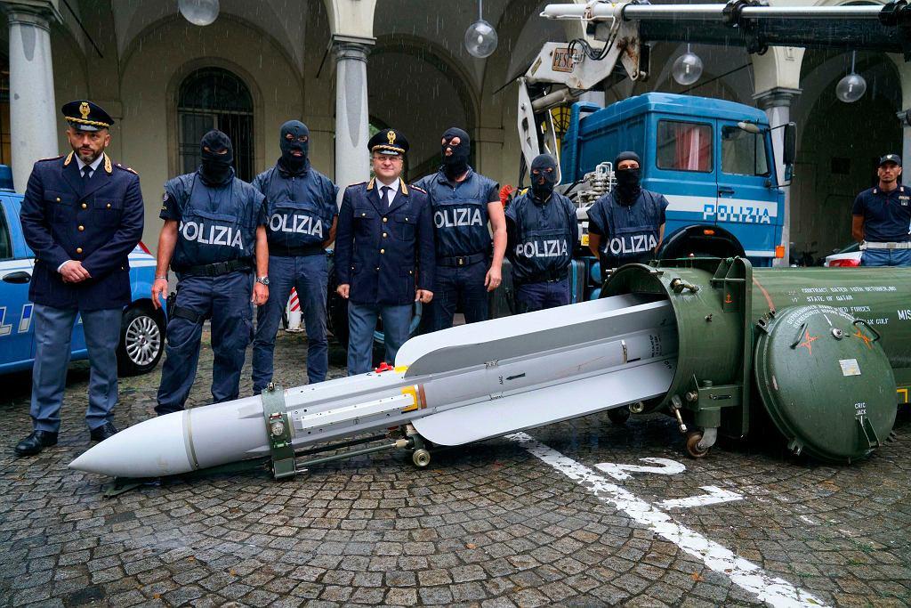 Pocisk powietrze-powietrze zajęty przez policjantów na północy Włoch.