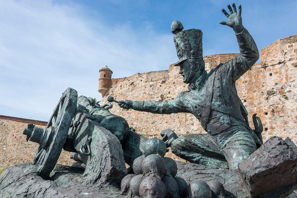 Rzeźba artylerzysty broniącego twierdzy