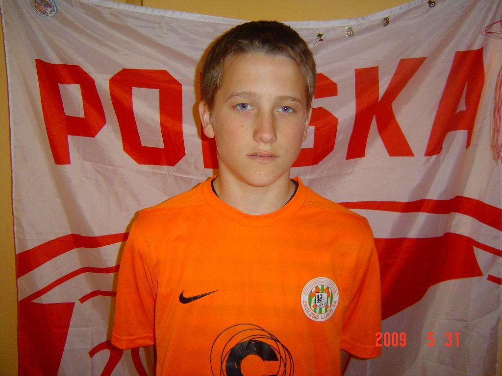 Piotr Zieliński z flagą reprezentacji Polski